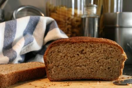 201206251457_chlieb